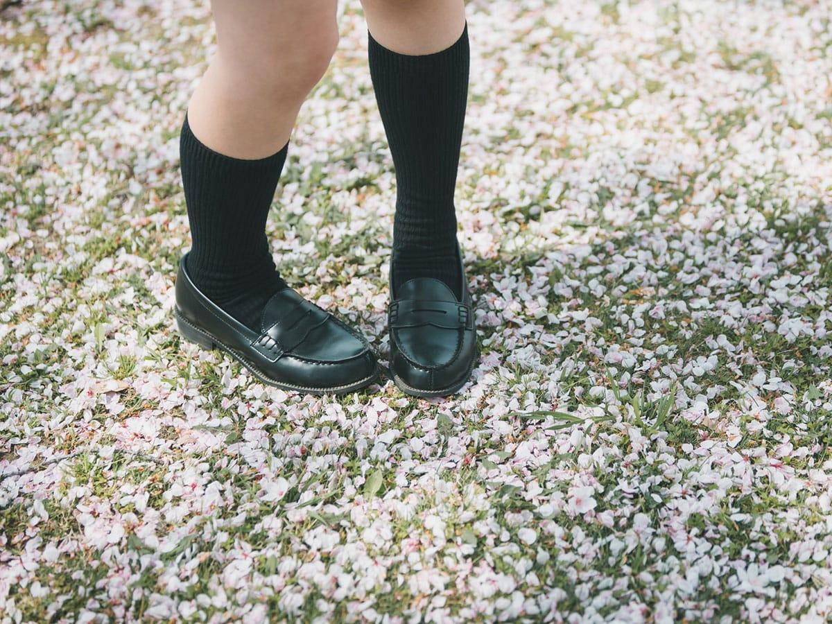Pigeon-toed girl