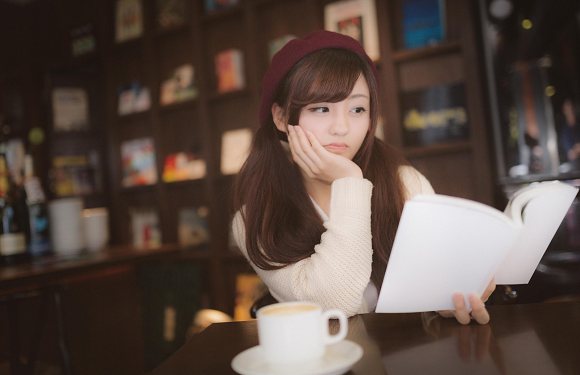 Editor claims many of Japan's light novel authors can't write, aren
