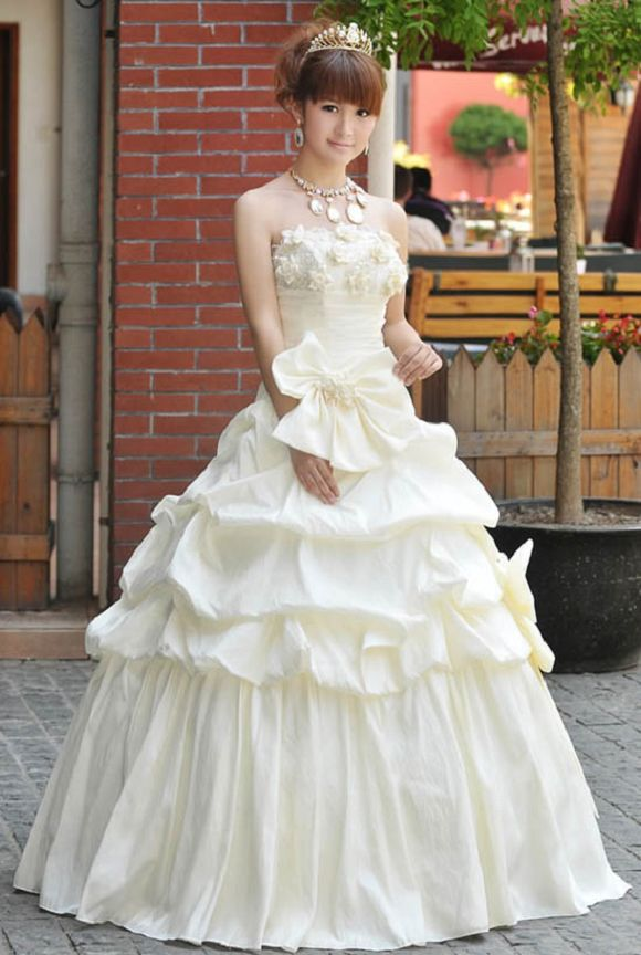 why do so many japanese brides rent their wedding dresses