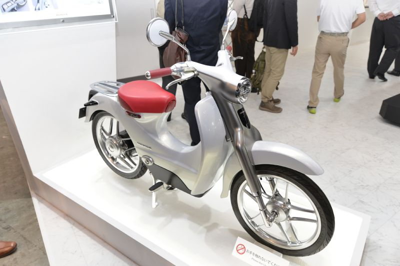 honda to launch electric version of super cub in 2018. Black Bedroom Furniture Sets. Home Design Ideas