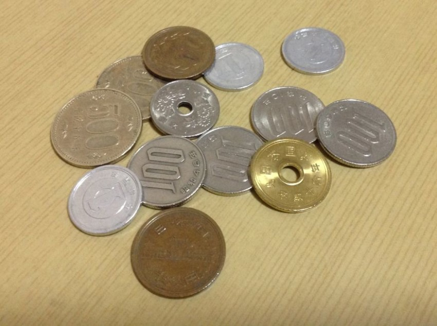 why the 50 yen coin has a hole and other fun facts about japanese
