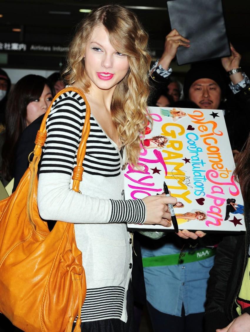 ea2056d2d15bd Grammy winner Taylor Swift arrives on 1st visit to Japan - Japan Today