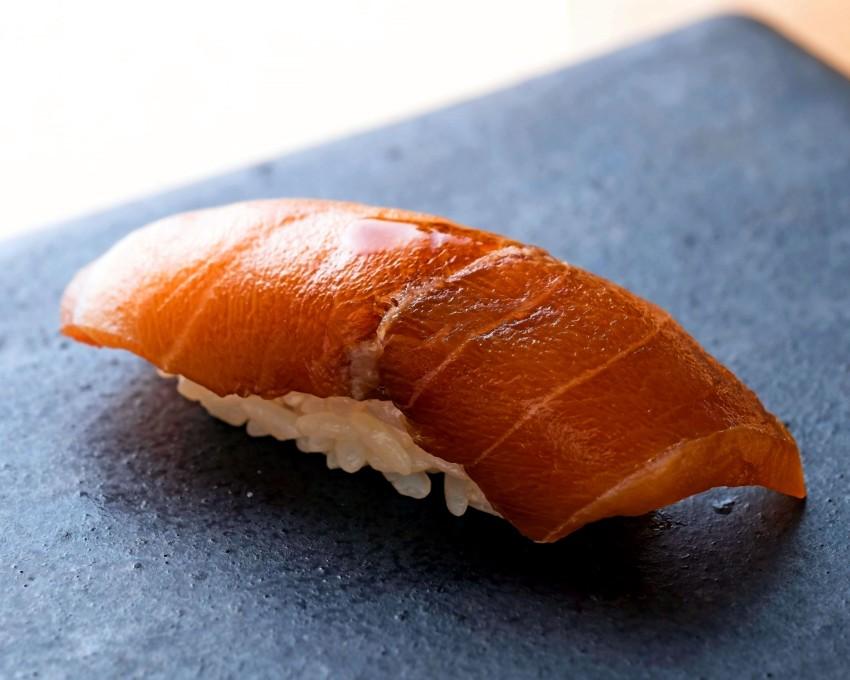 hands or chopsticks 4 tips for eating sushi japan today. Black Bedroom Furniture Sets. Home Design Ideas