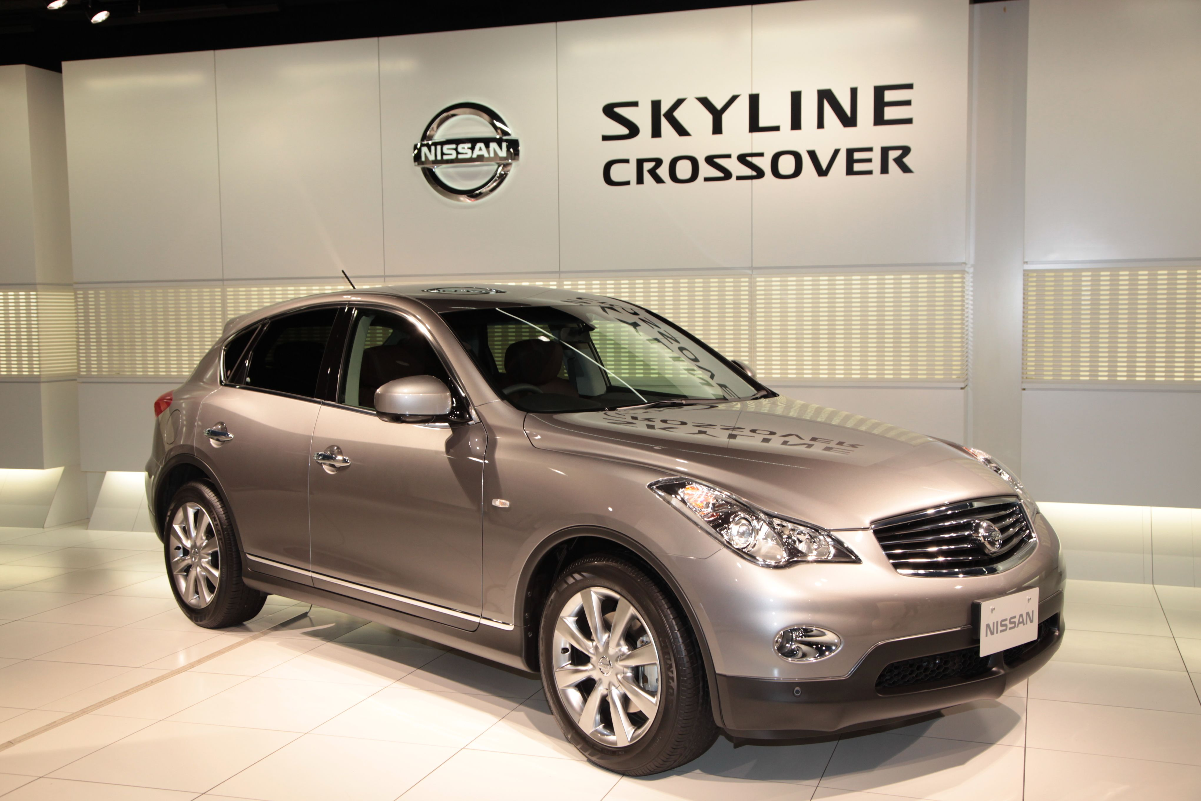 Infiniti FH 37: Japanese high-end crossover 26