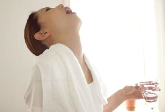 Gargling to prevent colds – just a Japanese old wives' tale? - Japan Today