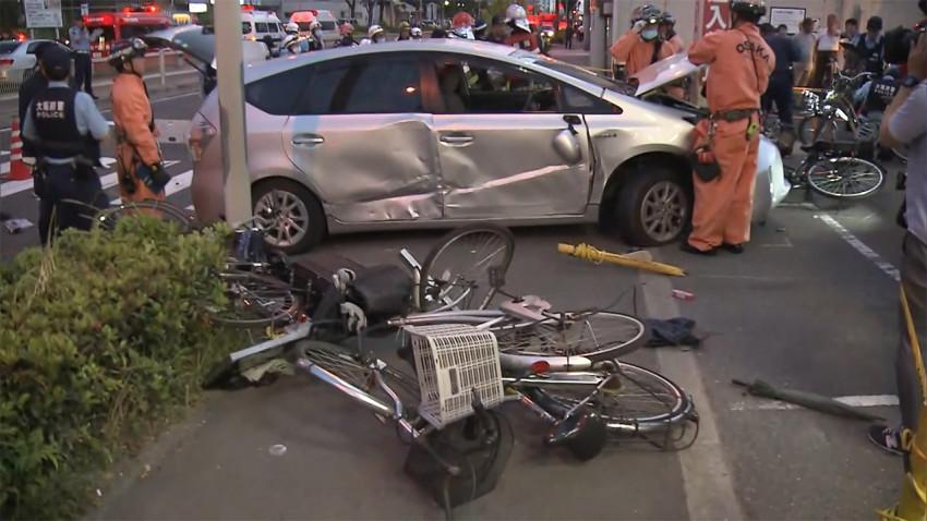 4 injured after 80-year-old man backs car into them in Osaka - Japan