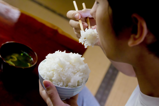 Is it OK to put other food on top of your white rice when eating in Japan? - Japan Today